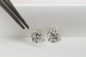 can you tell the difference between lab diamonds and natural diamonds?